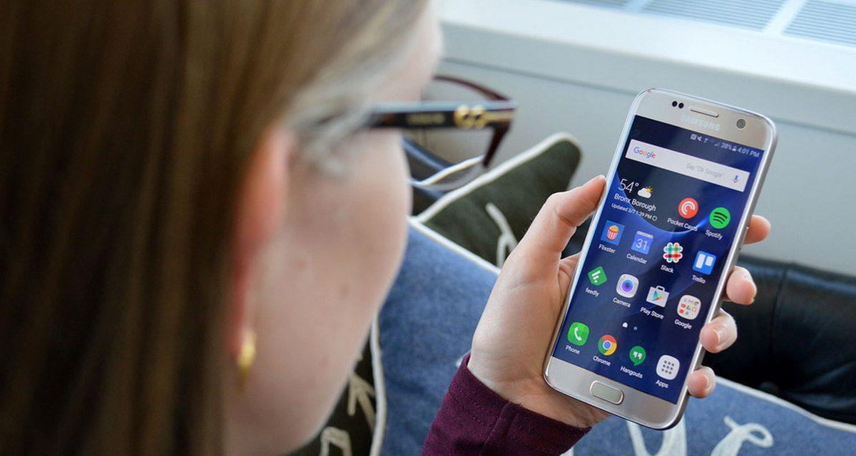 Desciende el número de hogares con móvil, fijo y TV de pago